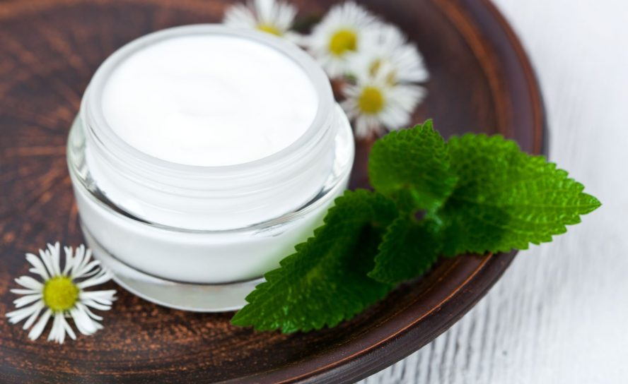 Wie kann man die passende Pflege bei unreiner Haut auswählen?