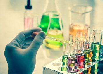 Gift in Kosmetikprodukten: gefährliche Inhaltsstoffe