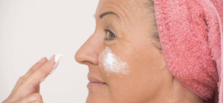 Die richtige Gesichtspflege für die Haut ab 50