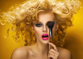 Welches Make-Up ist am besten bei fettiger Haut geeignet?
