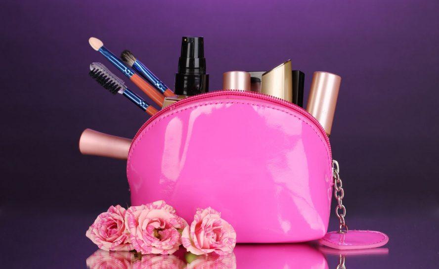Was ist bei der Auswahl von Make-Up zu beachten, wenn man fettige Haut hat?