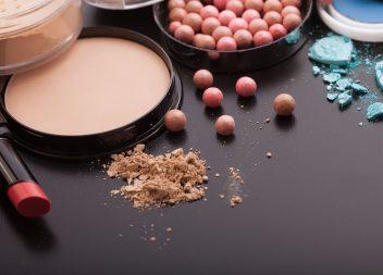 Ölfreies Makeup bringt unreine Haut zum Strahlen